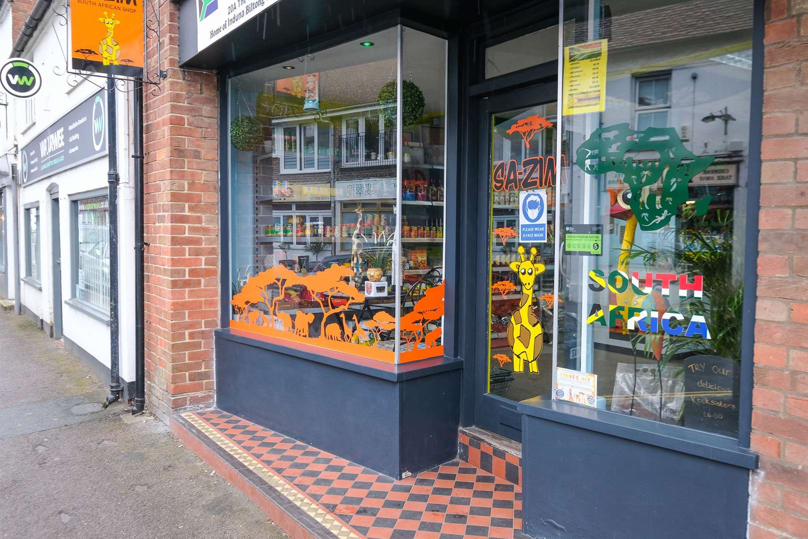 New owners of the SA-ZIM shop in Thatcham High Street .Ref: 19-1221K..Picture by Phil Cannings.. (47077783)