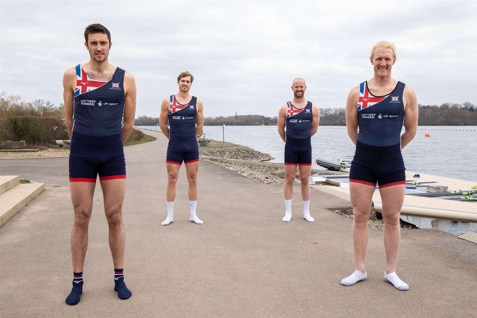 Rossiter (von hinten nach rechts) mit seinen Teamkollegen vor der Europameisterschaft    Bild: Britisches Rudern