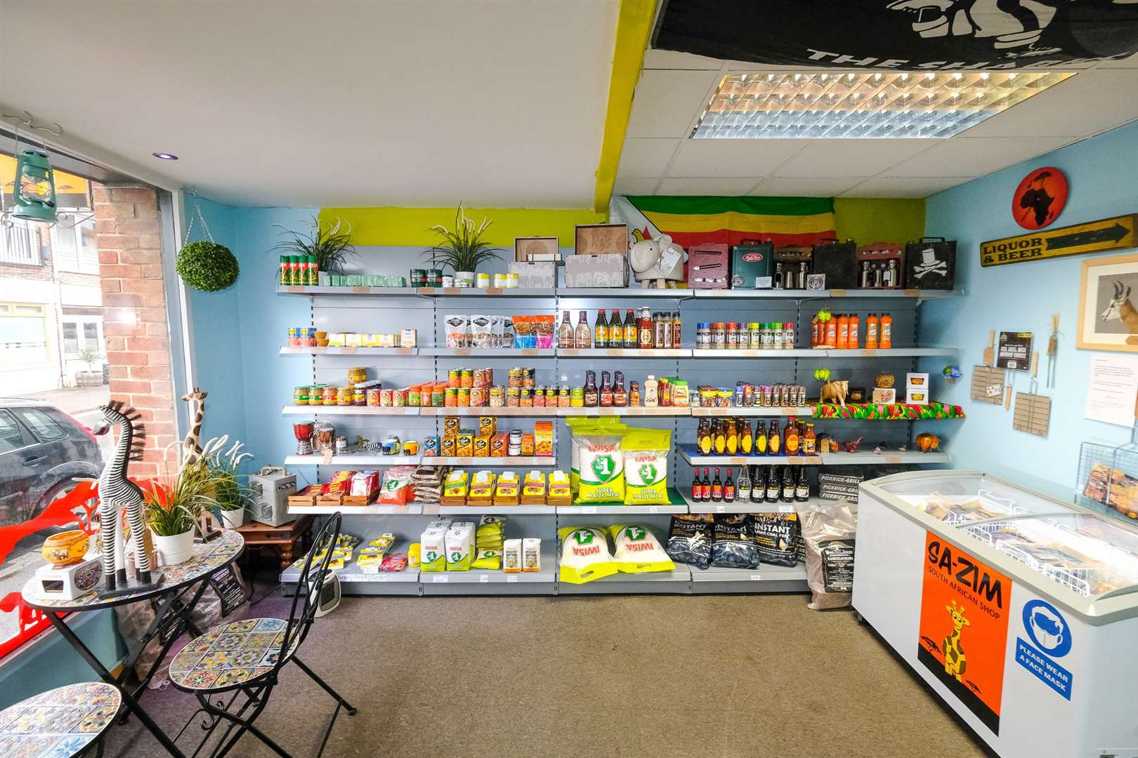 New owners of the SA-ZIM shop in Thatcham High Street .Ref: 19-1221D..Picture by Phil Cannings.. (47077704)