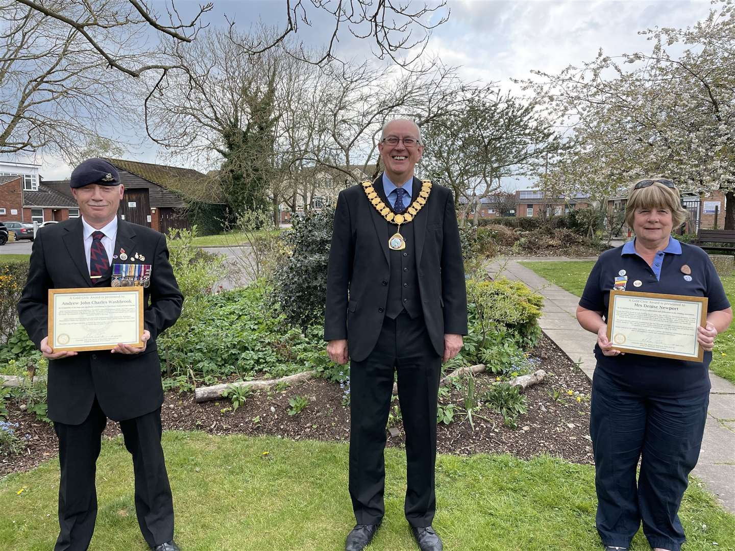Volunteer parade marshal Andrew Washbrook and Denise Newport receive their Gold Civic Awards from Thatcham town mayor Mike Cole (46838944)